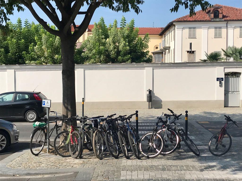composizione bici Sportello santiario ambulatorio medico saluzzo migrante progetto presidio migranti