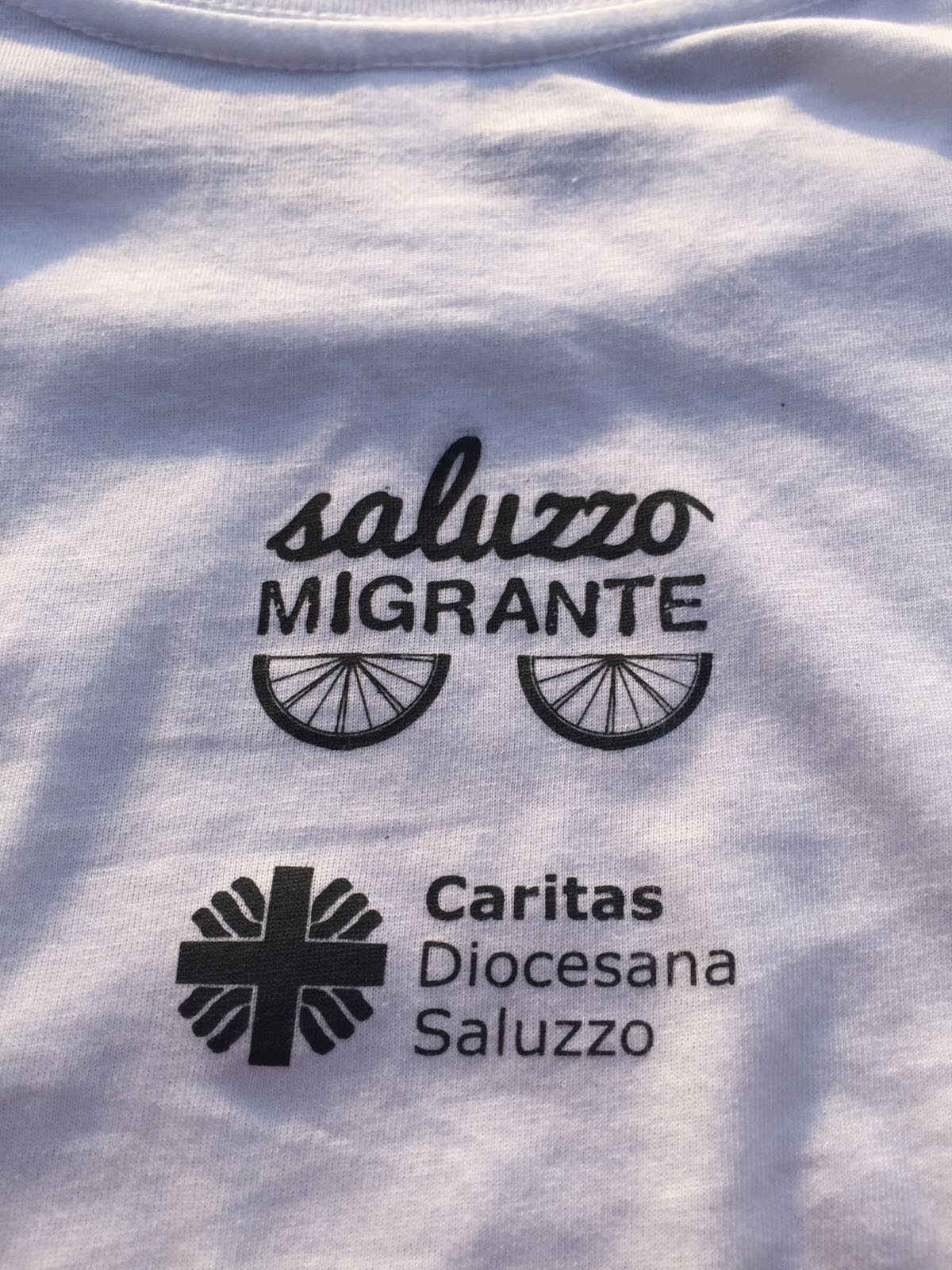Magliette 2018 wear saluzzo migrante we are caritas saluzzo migranti t-shirt